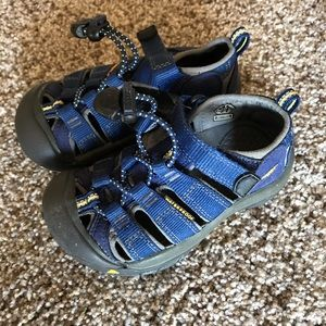 Toddler Keens. Worn once
